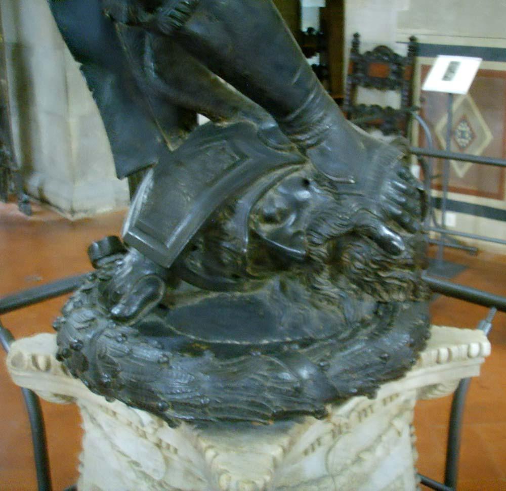 Donatello,_david_feet