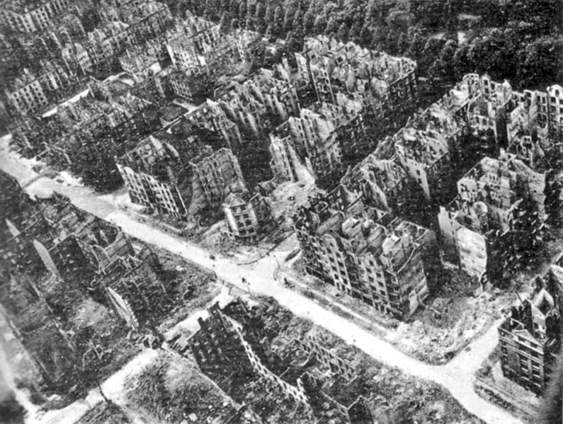 Hamburg_after_the_1943_bombing