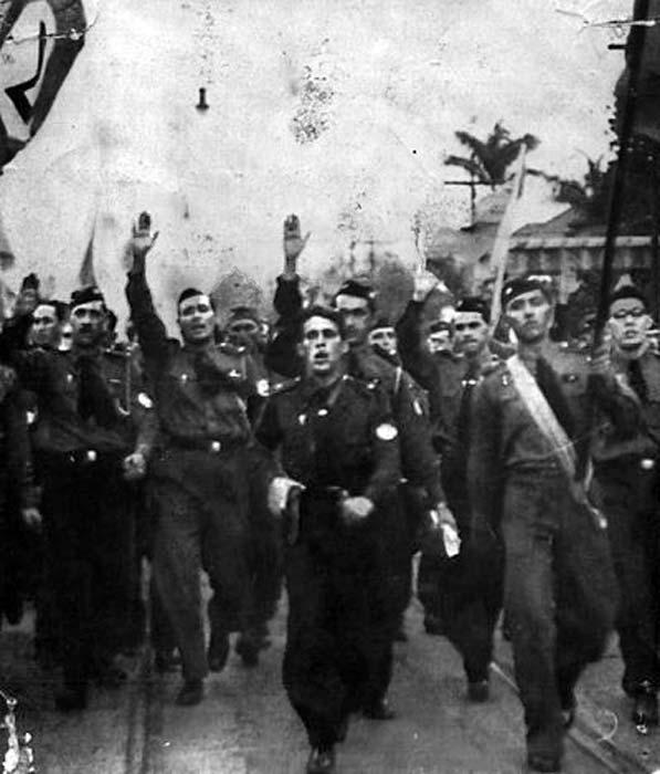 Saudacao-Integralista-in-Brazil-1935