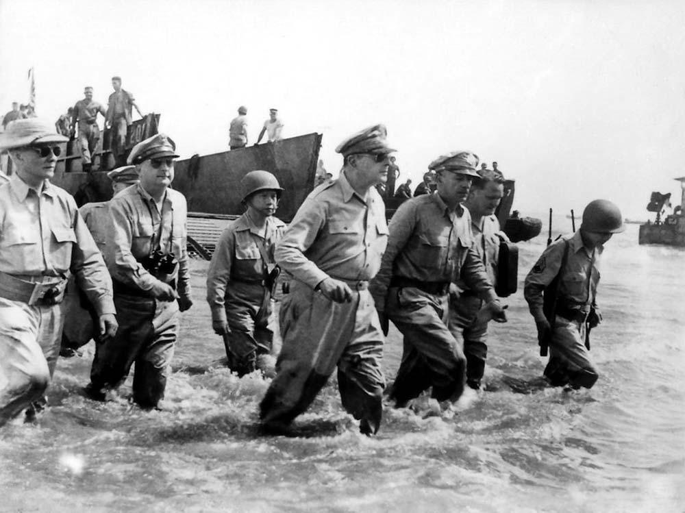 Douglas_MacArthur_landing_Leyte