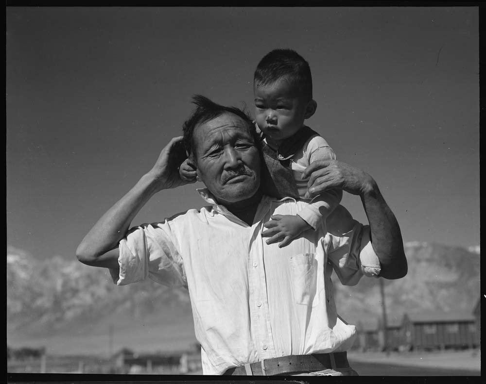 Manzanar_Relocation_Center,_Manzanar,_California._Grandfather_and_grandson_of_Japanese_ancestry