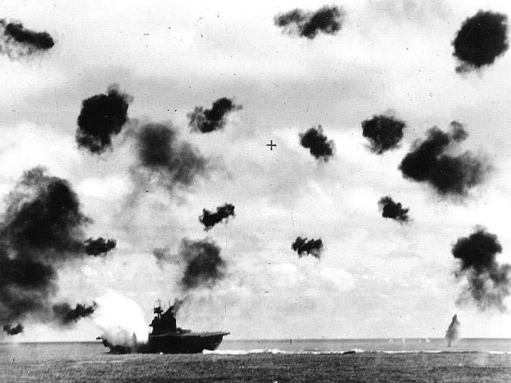 USS_Yorktown_hit