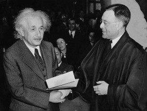 Einstein-Becomes-US-Citizen