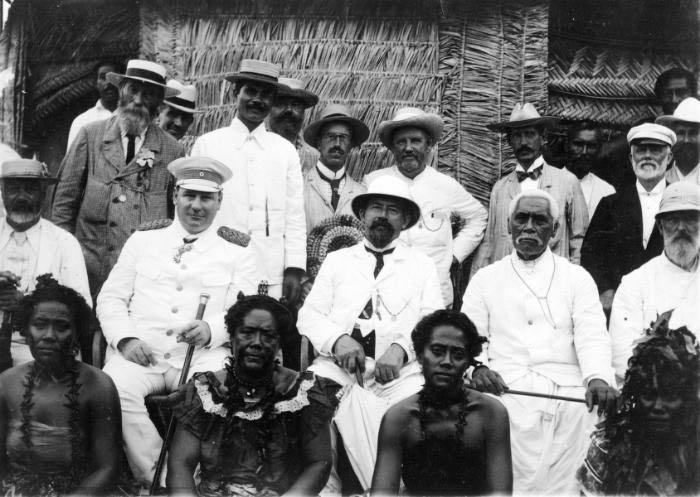 Group_Wilhelm_Solf,_C_H_Mills,_Mata'afa_Iosefa_-_Samoa_1903