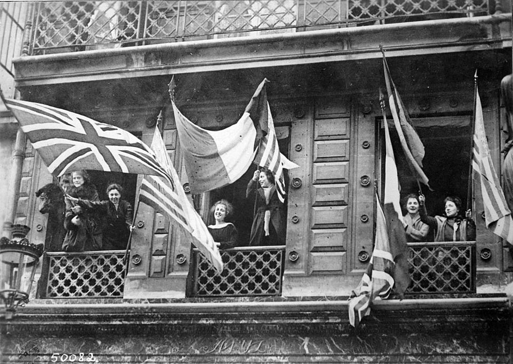 Luxembourgers_celebrating_1918