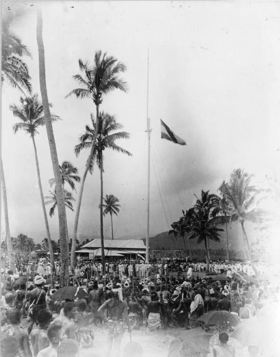 Raising_the_German_flag_at_Mulinu'u,_Samoa_1900_photo_AJ_Tattersall
